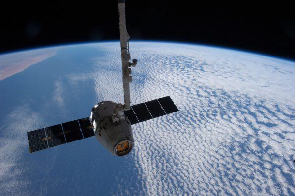 satellite-693280_1280